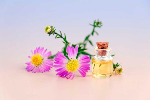 flacon-huiles-essentielles-fleurs-rose